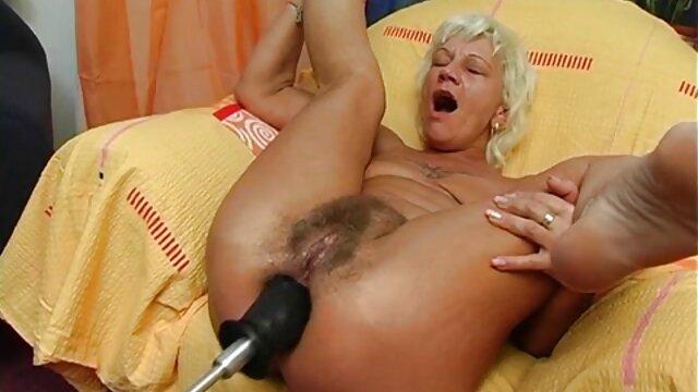 Katie Morgan chevauche une grosse pornos espagnoles bite