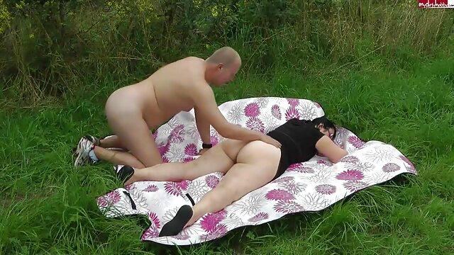 VRBangers.com - Hot Mom séduit film porno amateur francais sa demi-soeur VR PORN