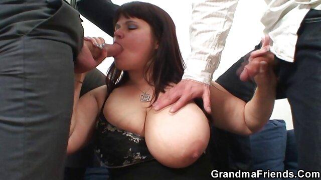 Une MILF brune film francais porn streaming garde ses bas pour baiser