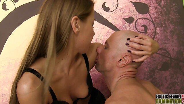 La baise classique dans les vestiaires hentai fr gratuit
